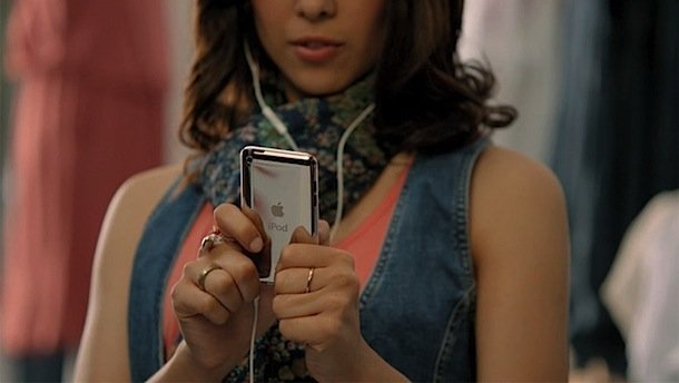 ios-5-advert-girl-typing-on-ipod-touch.jpg
